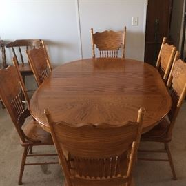 Oak Dining Room suit with six chairs all in good condition and ready for Christmas Dinner.