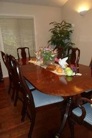 mahogany vintage dining table w/3 leaves & 8 chairs