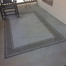 5x7' indoor / outdoor area rug