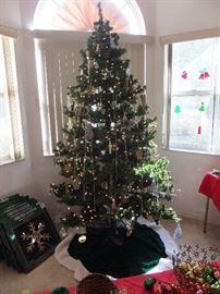 large pre-lit tree 7.5 ft
