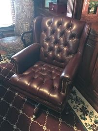 BURGUNDY LEATHER TUFTED EXECUTIVE OFFICE CHAIR