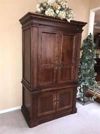 LARGE SOLID WOOD ENTERTAINMENT CENTER / TV CABINET