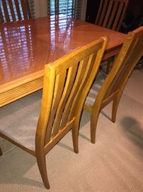BLONDE WOOD DINING TABLE WITH 6 CHAIRS