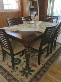 Like new dining table & 6 chairs
