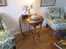 Lovely mahogany round table