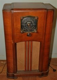 1936 Zenith Model 6S152 CONSOLE FLOOR RADIO VERY NICE SHAPE BEAUTIFUL