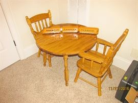 SMALL ROUND TABLE WITH 2 WOOD CHAIRS