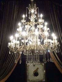 SPECTACULAR CRYSTAL CHANDELIER, GOLD FINISH METAL BASE, CRYSTAL DROPS AND CUPS, WITH EXTRA CRYSTALS
