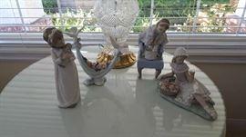 Lladro- Lladro Figurine #6579 Petals of Peace Doves Flowers