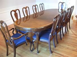 Drexel dining table and eight chairs, beautiful condition.