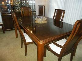 Beautiful Thomasville Dining Room Set