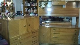 Harmony House Mid Century bedroom set-GREAT SHAPE!! Head board/foot board, dresser w/ mirror and chest of drawers