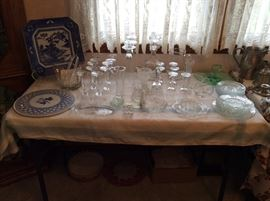 Numerous crystal piece in excellent condition