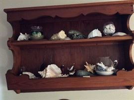 Florida decor. Manatees. Fabulous shells.
