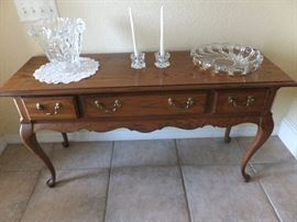 Thomasville entry table - matches side and drop leaf table