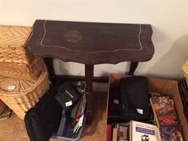 #76 1/2 table $25 — at Chaney Thompson Dr Hsv 35803 call 256-425-283zero.