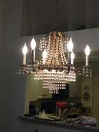 This chandelier is beautiful.