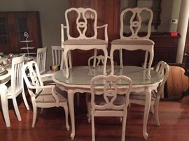 Beautiful hand painted white French dining set, 6 chairs plus leaves