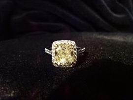 18K White Gold w/2.30 ct Canary Diamond w/40 1.5pt accent Diamonds