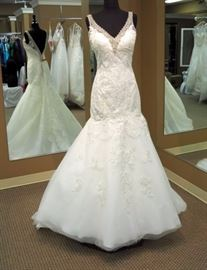 Private Collection House of Wu Lace Mermaid Wedding Gown w/Beaded Neckline, Ivory, Size 8