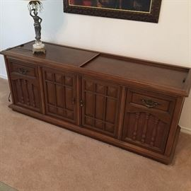 Beautiful Vintage Magnavox Stereo Console with Working Turntable.