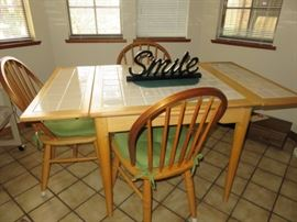 Awesome kitchen table with pull out leaves and 4 chairs.