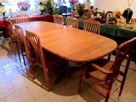 BENNY LINDEN DANISH MODERN Teakwood table with 8 chairs