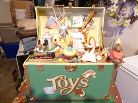 'Chest of Toys' Collectible Musicbox