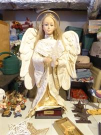 'Noel' Collectible Electronic Motion Angel