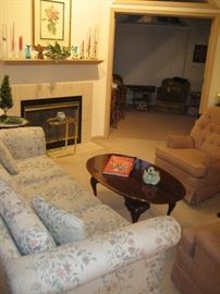 Upholstered furniture, Queen Anne-style coffee table