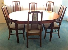 Gorgeous Mid C Stanley Dining Room Table with Six Chairs & Two Leaves, Top & Bottom Contrasting (I know this hard to see in the picture; two of these are also contrasting which gives this a great look).