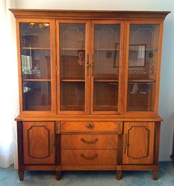 Vintage Stanley China Cabinet, Excellent Condition