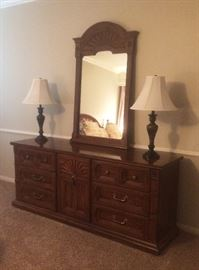 dresser with mirror, lamps