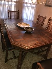 THOMASVILLE DINING ROOM TABLE AND 6 CHAIRS