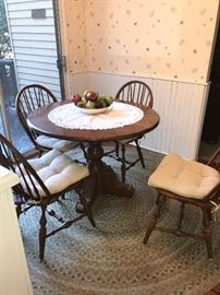 COUNTRY STYLE WOODEN ROUND TABLE WITH 4 CHAIRS AND EXTRA LEAF