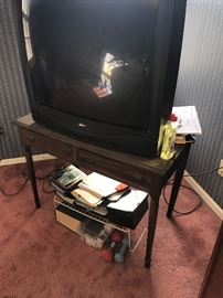 FREE TV AND OLD DESK