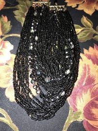 COSTUME JEWELRY SEED BEAD NECKLACE