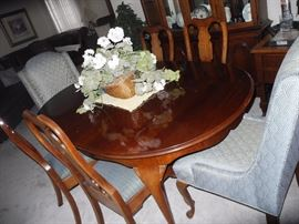 Pennsylvania House dining table, six chairs, two leaves