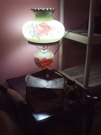 End Table.Vintage Gone with the Wind Lamp