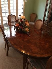 "Drexel Heritage Dining Room table with 8 chairs, 2 leafs, and pads.   ""Gorgeous""   67 1/2 width    45 inch depth    29 inch hgt"