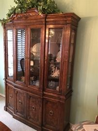 Drexel Heritage Hutch/display cabinet  (Cameo Classic Finish)  59 1/2 wide,  16 3/4 depth   81 1/4 ht, beveled glass doors and 4 canister lights