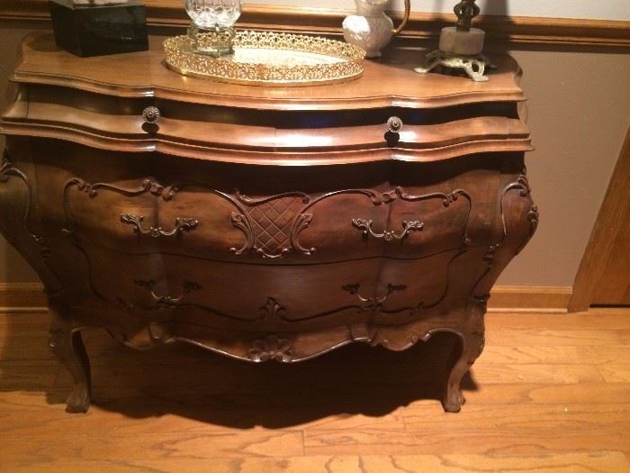 Beautiful Italian Bombay Commode