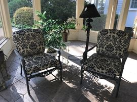 Outdoor chairs & decor