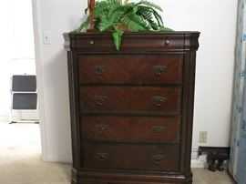 Lovely Chest of Drawers.  Super Condition!