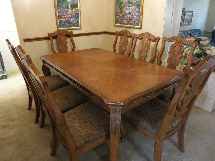 Beautiful Dining Room Table With 8 Chairs and Leaf