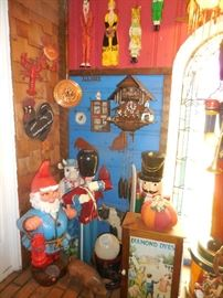 Who doesnt need a Large Knome..he needs new shoes..see his toe coming through his shoes? Working Cukoo German Clock, Diamond Dye (re pro Cabinet), Lobsters, Roosters..make any home decorative!