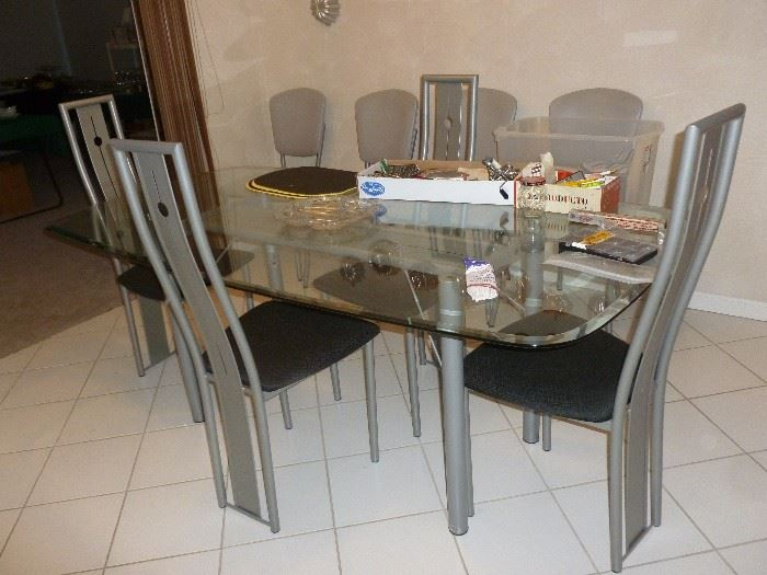 Neat Contemporary Table & Chairs