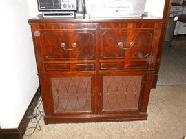 Neat vintage tv/stereo turntable
