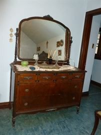 Matching dresser w/mirror (needs tlc)