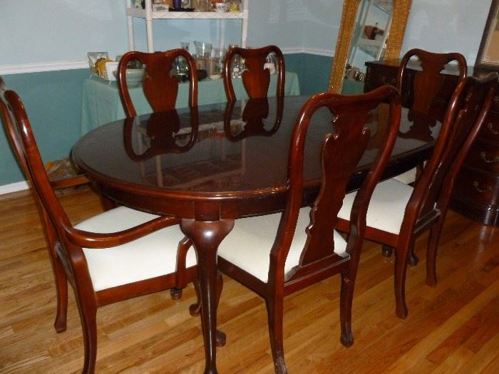 Nice DR Table w/6 chairs & 2 leaves